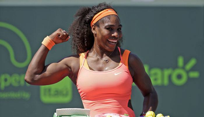 Serena Williams flexes bicep