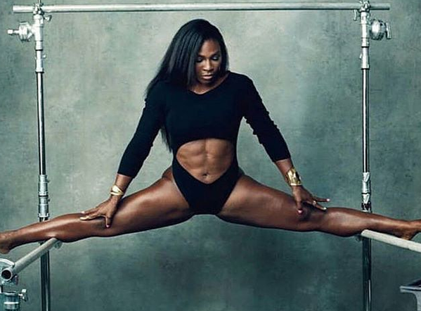 Serena Williams does the splits