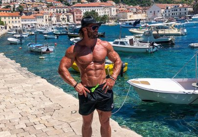Calum Von Moger Started Using Anabolic Steroids at 21 Years Old